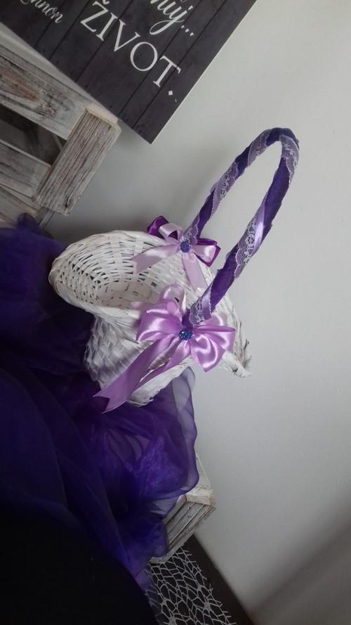Košíček pro družičky na okvětní plátky růží