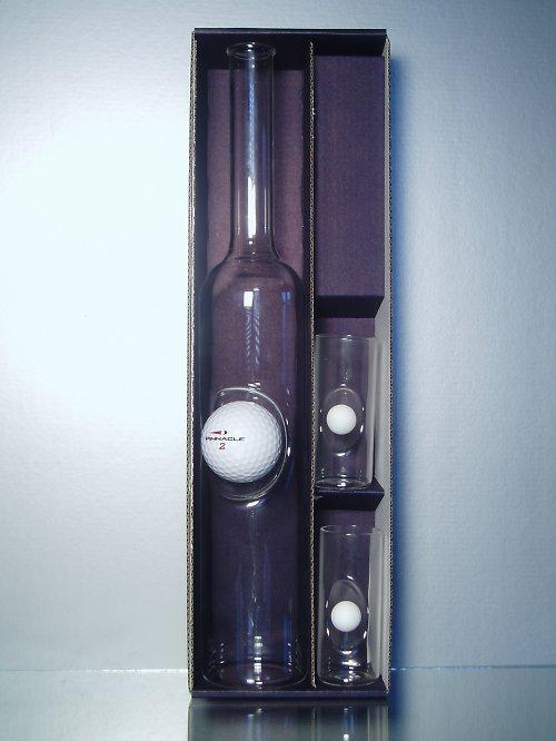 souprava-láhev s golfovým míčkem a 2 sklenkami