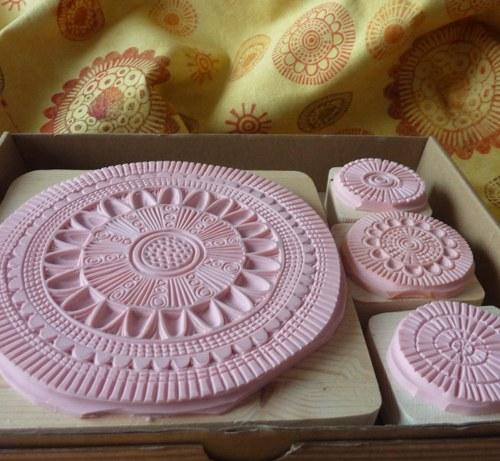 Ornamentální razítka na textil
