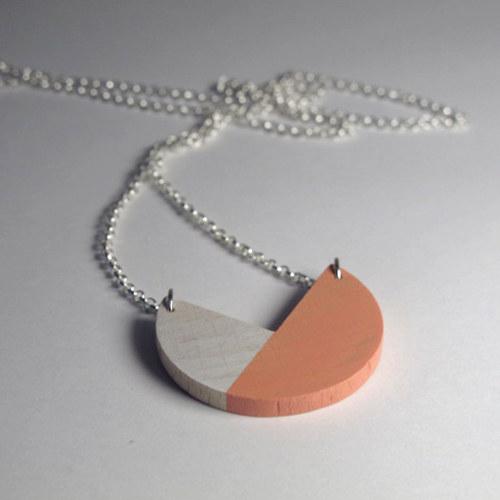Přívěsek bílo-oranžový