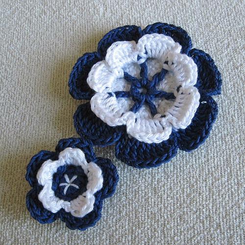 Modrobílé květy - brože