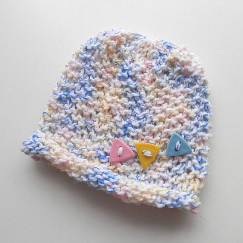 Pletená čepička s trojúhelníčky