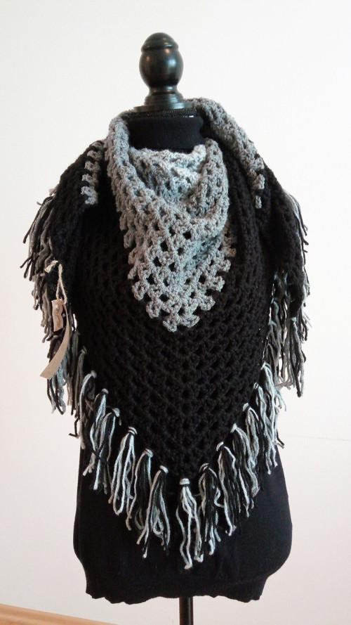 Háčkovaný maxi  šátek  šedá-černá