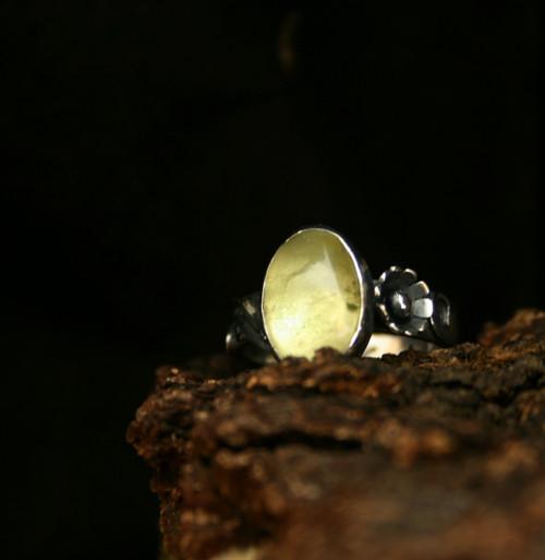 Strieborný prsteň s olivínom
