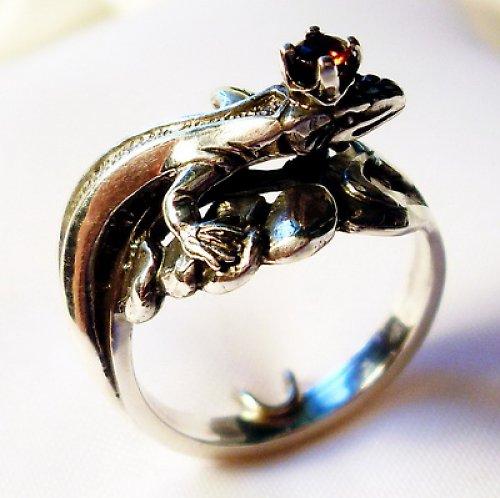 Prsten «Ještěrka» - přírodní granát, stříbro 925