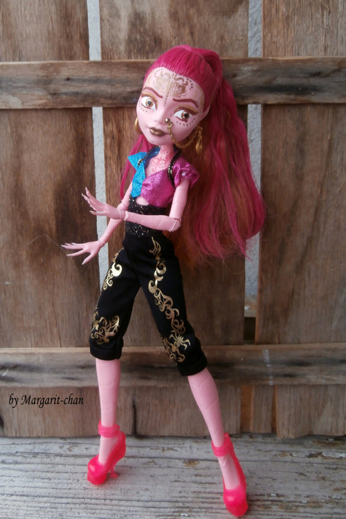 "OOAK Monster High ""Goldie van de Lamp\"""