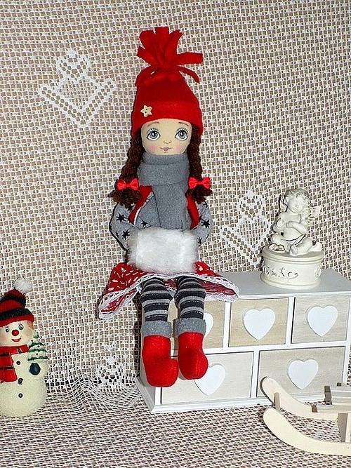 Zimní panenka v kulichu a se štuclem