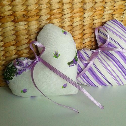 Srdíčko - fialový proužek  a kytičky