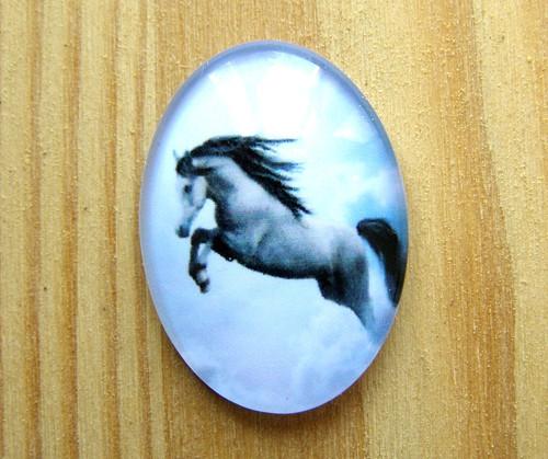 Kabošon sklo, kůň, 18 x 25 mm