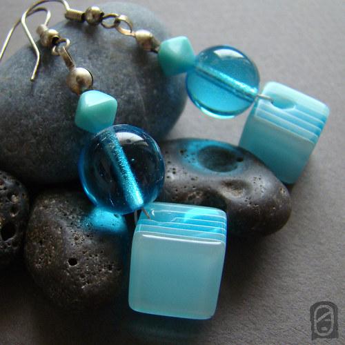 Juicy plastic in blue