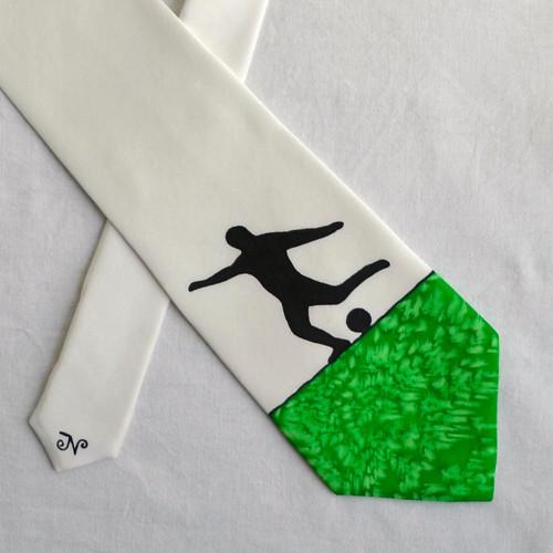 Zeleno-bílo-černá kravata s fotbalistou