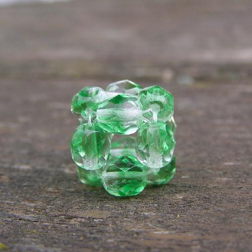 Přívěsek kostička, duhová zelená