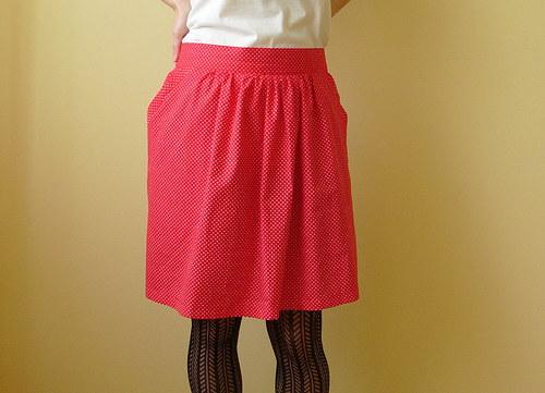 Puntíkatá červená sukně