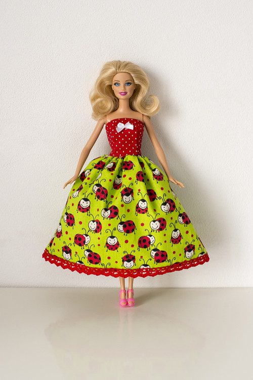 Šaty pro Barbie
