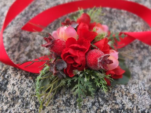 květy a rudé bobule
