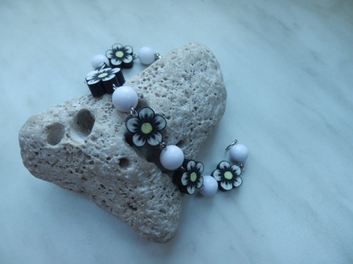 Náramek květinkový