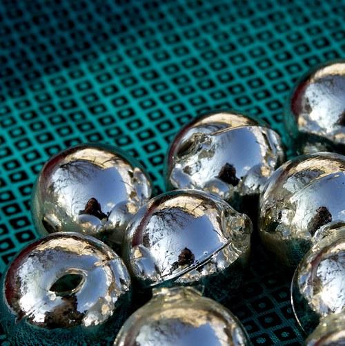 Stříbrné skleněné kouličky