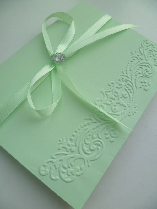 zelenkavé svatební oznámení se vzorem a stuhou