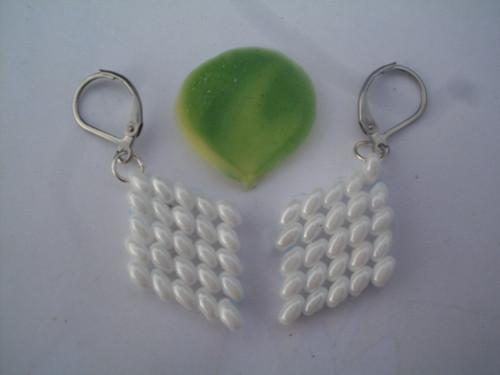 naušnice-kosočtverečky-bílé