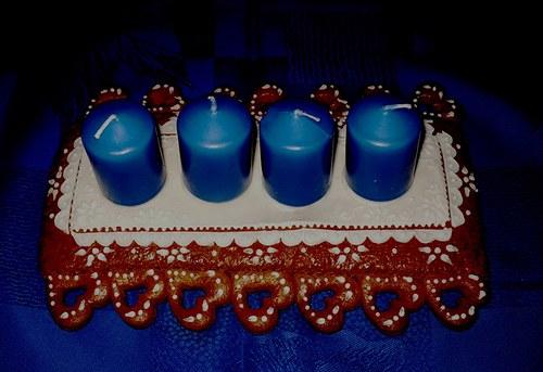 aventní svícen v modré