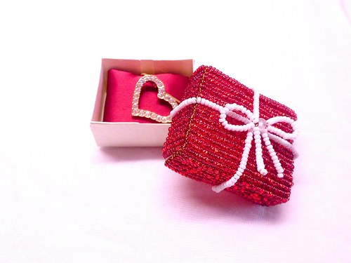 Červená korálková krabička