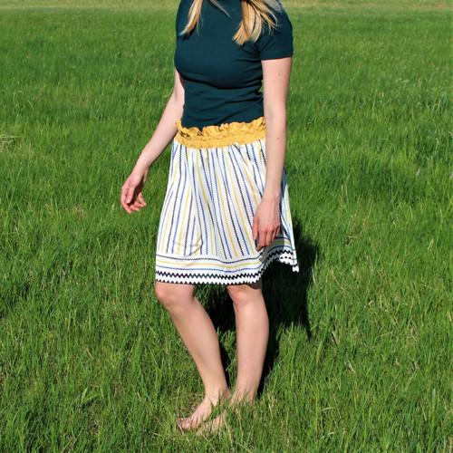 Prúžkovaná sukňa so žltým pásom