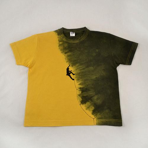 Žluto-šedé dětské tričko s horolezcem