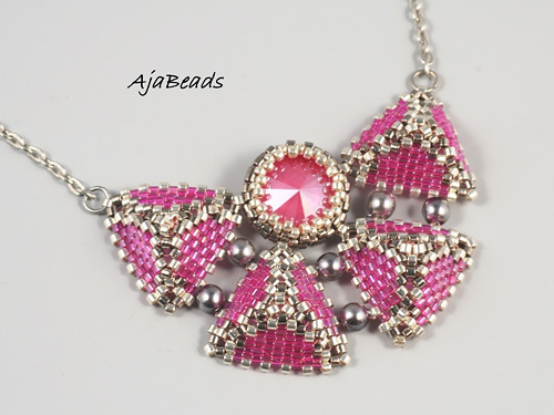 Pyramidky - motýlek růžový- náhrdelník