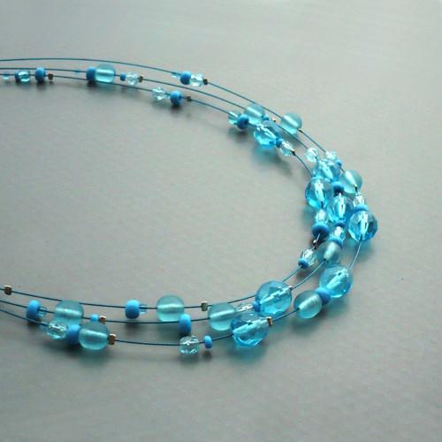 Azurový třířadý náhrdelník