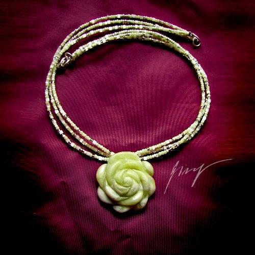 Jarní jadeitová růže