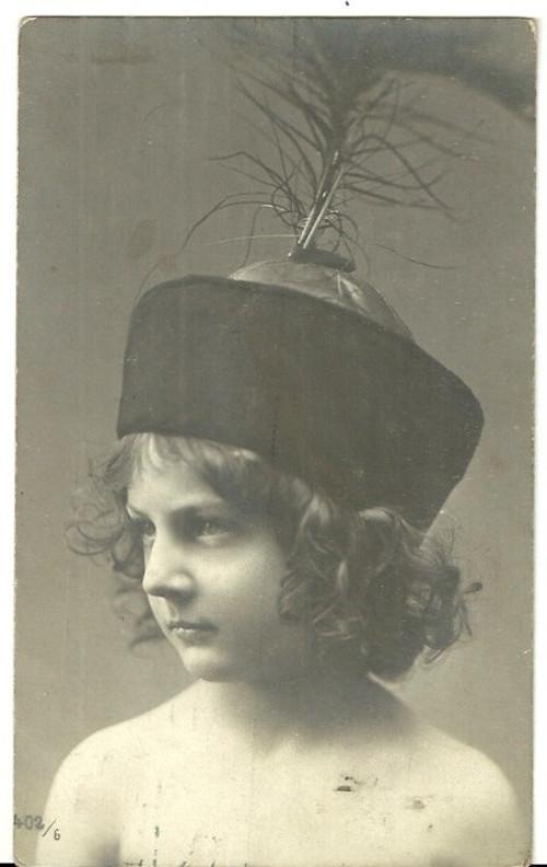 Umělecká pohlednice s vyobrazením dětí