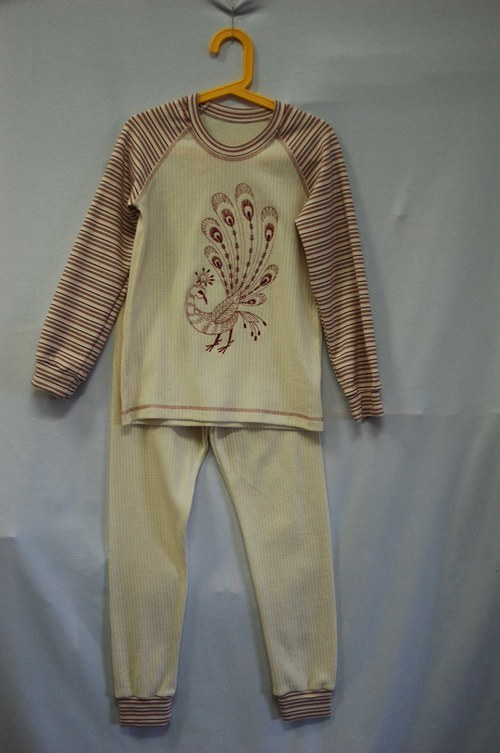 dívčí pyžamko z bio úpletu vel .140-146