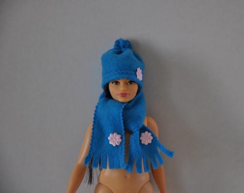 Barbie Curvy baculka - čepička a šála 2