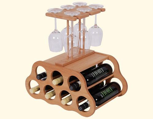 Dřevěná domácí vinotéka na 7 lahví