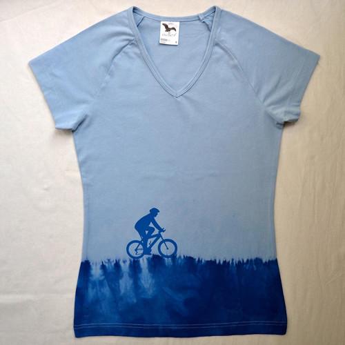 Cyklista v trávě - středně modré dámské triko S