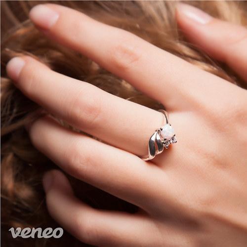 Vega - prsten s australským opálem a zirkony