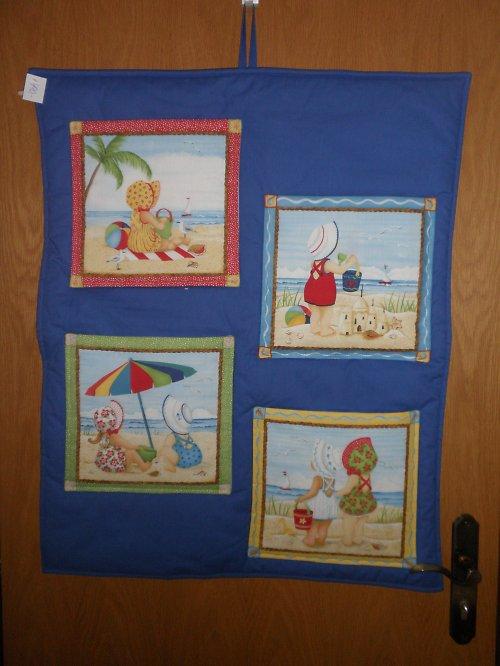 Kapsář s dětmi na pláži