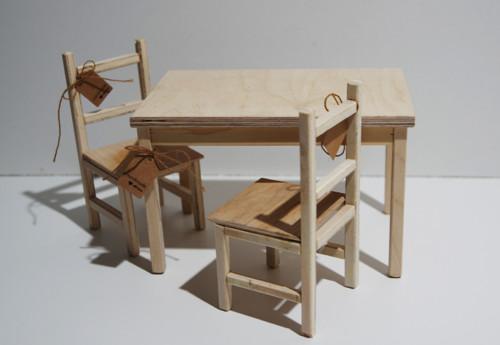 Drevený stôl+stoličky pre Barbie