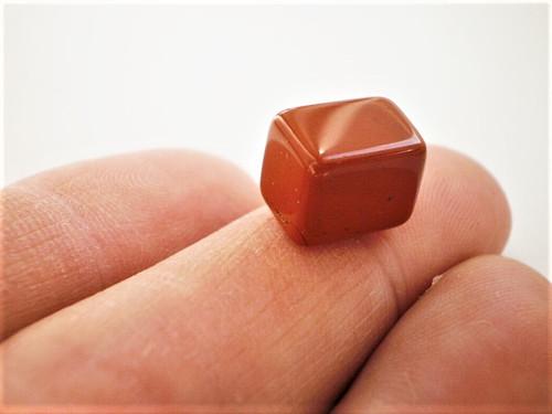 Červený jaspis   hranolek 11 x 8 x 8 mm