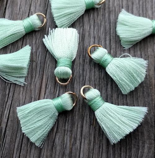 Luxusní ozdobné střapce - sv. zelené, 2 kusy