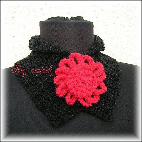 Černý nákrčník s červeným květem