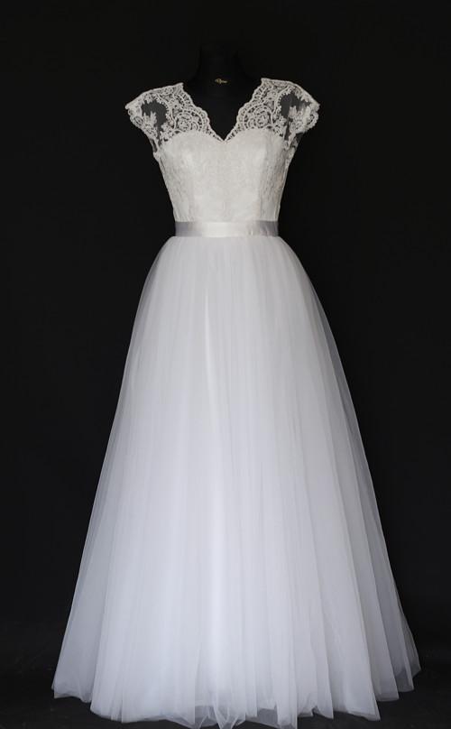 Svadobné šaty s bohatou tylovou sukňou