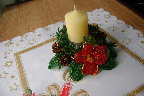 Vánoční věneček na svícen.