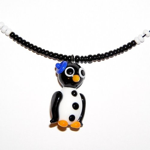 Tučňák s čepičkou - vinutá perle