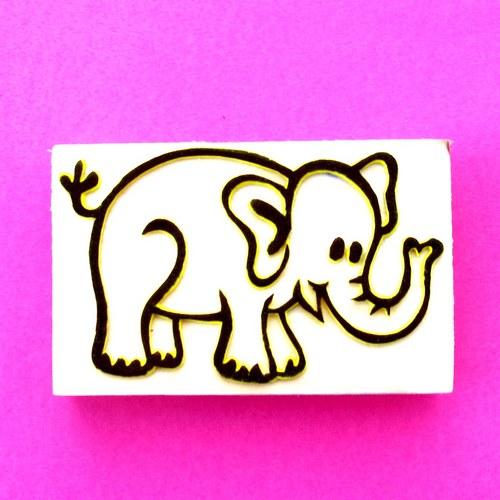 Sloník s chobotem nahoru