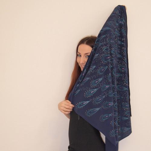 Šátek s pavím peřím