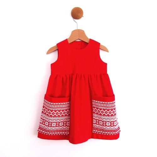 červené dívčí šaty