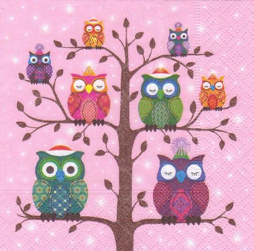 Ubrousek - sovičky na stromě