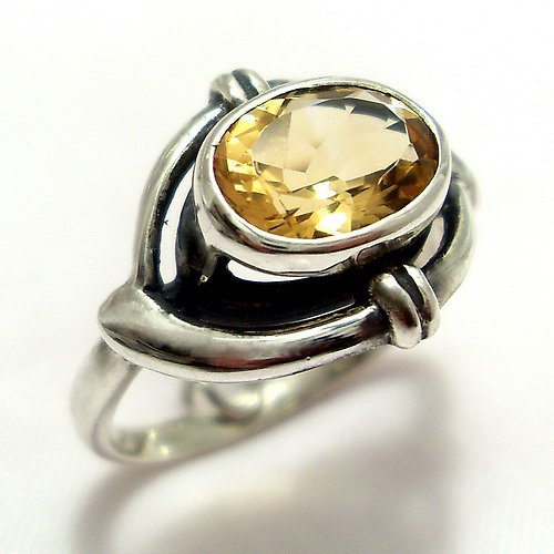 Prsten «Ovál» - stříbro 925, přírodní citrín
