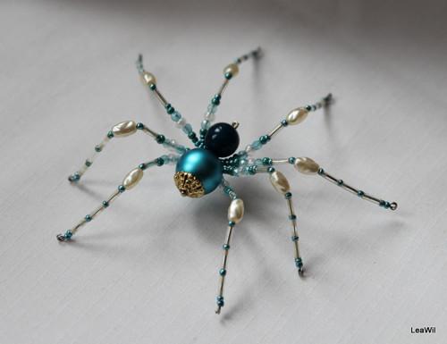 Pavouček pro arachnofobiky:-) tyrkysovobílý